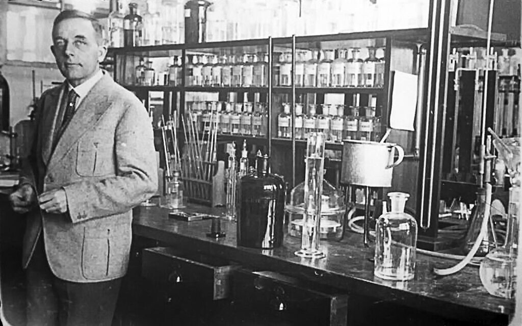 Otto Warburg in his laboratory at the Kaiser Wilhelm Institutes. (The German Federal Archives)