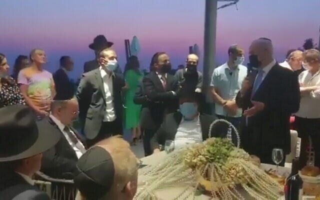 Opposition leader Benjamin Netanyahu (R) apologizes to ultra-Orthodox MKs after releasing a statement on the Sabbath, August 8, 2021. (Video screenshot)