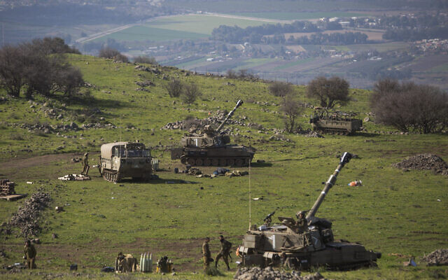 Israeli artillery batteries are seen along the border with Lebanon on January 28, 2015. (Basal Awidat/Flash90)