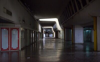 Illustrative: The empty halls of the first floor of the Central Bus Station in Tel Aviv on July 26, 2019. (Miriam Alster/FLASH90)