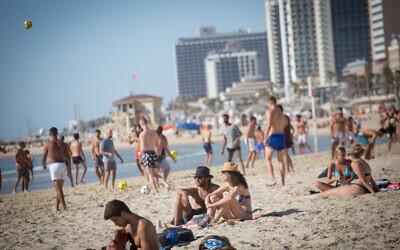 Israelis at the beach in Tel Aviv, on June 8, 2021. (Miriam Alster/Flash90)