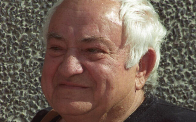Painter and sculptor Igael Tumarkin in 2004 (Flash 90)
