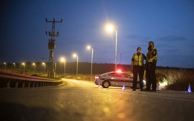 Illustrative: Police officers at the entrance to the Emmanuel settlement in the West Bank during a coronavirus lockdown, on September 8, 2020. (Sraya Diamant/Flash90)