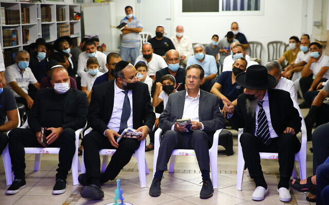 Israeli President Isaac Herzog participates in a Tisha B'Av prayer service in a synagogue in the southern Israeli city of Ashkelon, on July 17, 2021.  (Flash90)