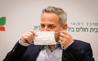 Health Minister Nitzan Horowitz speaks during his visit to the Beilinson Medical Center on July 27, 2021. (Avshalom Sassoni/Flash90)