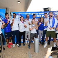 Israel's bronze medal-winning mixed judo team arrives at the Ben Gurion International Airport, July 27, 2021 (Avshalom Sassoni/FLASH90)