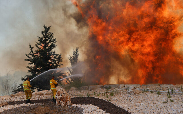 Firefighters try to extinguish a fire that broke out in a forest near Shoresh, outside of Jerusalem, August 3, 2021. (Yonatan Sindel/FLASH90)