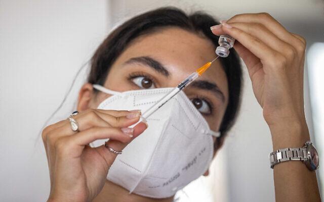 A Magen David Adom worker prepares a COVID-19 vaccine in Jerusalem, on August 4, 2021. (Yonatan Sindel/Flash90)