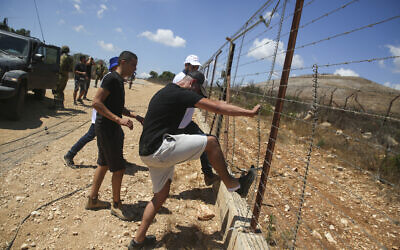 Israeli farmers demonstrate at the border between Israel and Lebanon, on August 17, 2021. (David Cohen/Flash90)