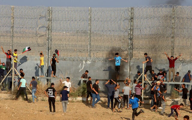 Palestinians clash with Israeli troops during a protest at the Israel-Gaza border, east of Gaza City, on August 21, 2021. (Abed Rahim Khatib/Flash90)