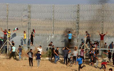 Palestinian protesters at the Israel-Gaza border, east of Gaza City, on August 21, 2021. (Abed Rahim Khatib/Flash90)