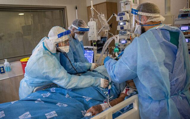 Medical personnel treat a patient in the coronavirus ward at Hadassah Hospital Ein Kerem in Jerusalem on August 25, 2021. (Yonatan Sindel/Flash90)
