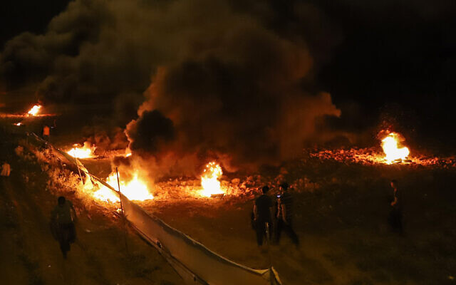 Palestinians burn tires along the border between the Gaza Strip and Israel, east of the Jabaliya refugee camp in northern Gaza, on August 29, 2021. (Atia Mohammed/Flash90)