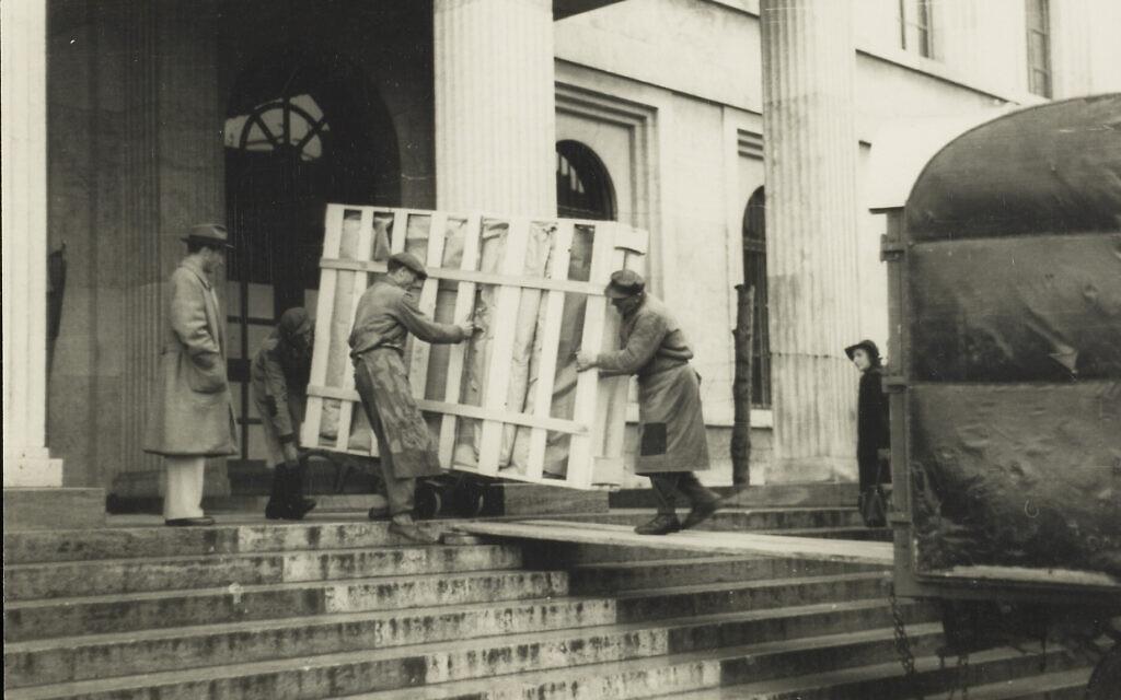 Repatriated art being moved, circa 1945-1949. (Johannes Felbermeyer/ Getty Research Institute, Los Angeles)