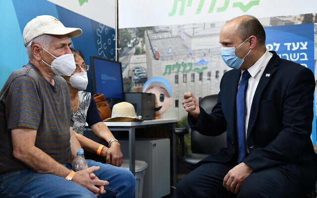 Prime Minister Naftali Bennett opens a vaccination center in Jerusalem, August 4, 2021. (Haim Zach / GPO)