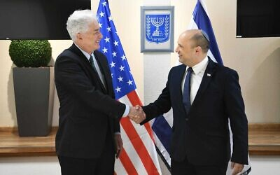 CIA chief William Burns, left, meets with Prime Minister Naftali Bennett in Jerusalem, August 11, 2021. (Amos Ben-Gershon/GPO)