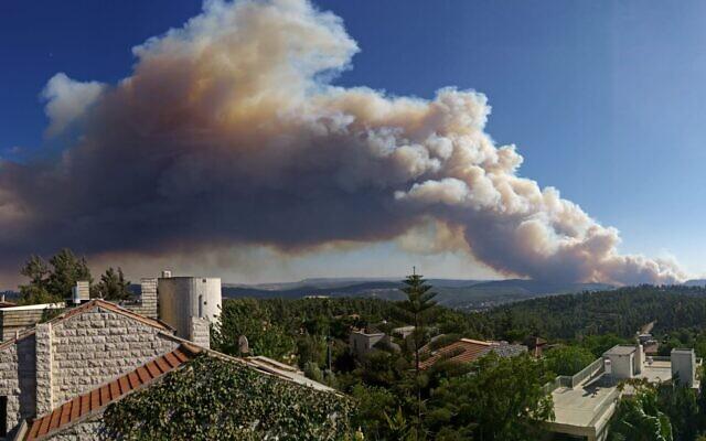 A brush fire west of Jerusalem, taken from Har Adar, August 15, 2021. (Gili Amar)