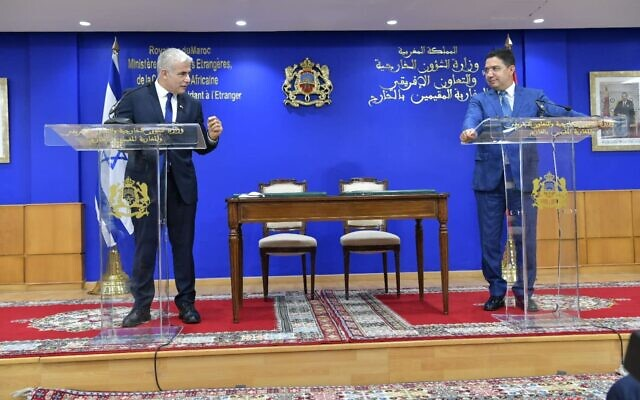 Foreign Minister Yair Lapid (L) and Moroccan Foreign Minister Nasser Bourita (R) speak in Rabat, August 11, 2021 (Shlomi Amsalem, GPO)