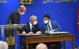 Foreign Minister Yair Lapid (left) and Moroccan Foreign Minister Nasser Bourita (right) sign three framework agreements in Rabat, on August 11, 2021. (Shlomi Amsalem/GPO)