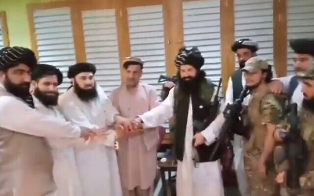 Hashmat Ghani is reportedly seen pledging allegiance to the Taliban, on August 21, 2021. (Screenshot: Twitter)
