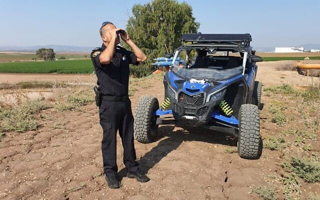 Police forces at the scene of the alleged murder of a 46-year-old woman from Nof Hagalil, near the Yarden Haharari section of the Jordan River, on August 7, 2021 (Israel Police)