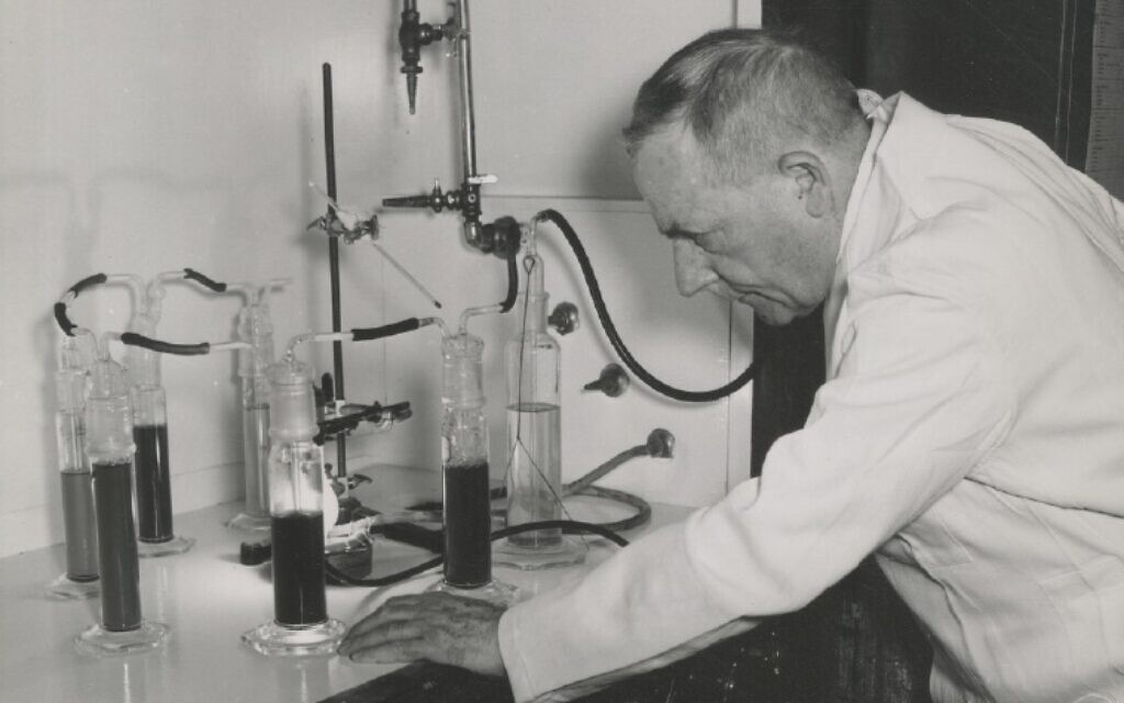 Otto Warburg at work (Archive of Frederic Burk)