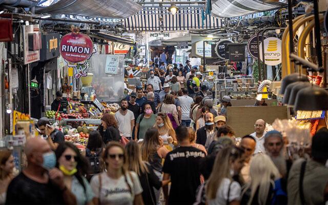 Shoppers at the Mahane Yehuda market in Jerusalem, on July 27, 2021. (Yonatan Sindel/Flash90)