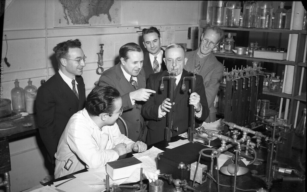 Otto Warburg (second from right) with scientists at the University of Illinois at Urbana. (University of Illinois Archives)