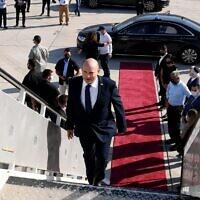 Prime Minister Naftali Bennett departs for Washington, on August 24, 2021. (Avi Ohayon/GPO)