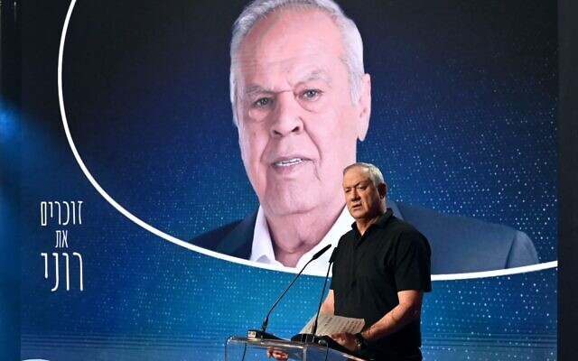 Defense Minister Benny Gantz speaks at a memorial event for Channel 12 news's late military correspondent Roni Daniel, in the Tel Aviv suburb of Givatayim, August 29, 2021. (Ariel Hermoni/ Defense Ministry)
