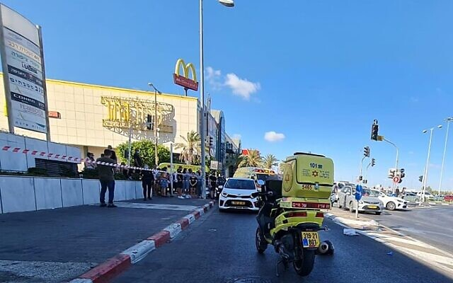 The scene of a deadly shooting outside a shopping mall in Rishon LeZion on August 18, 2021 (Magen David Adom)