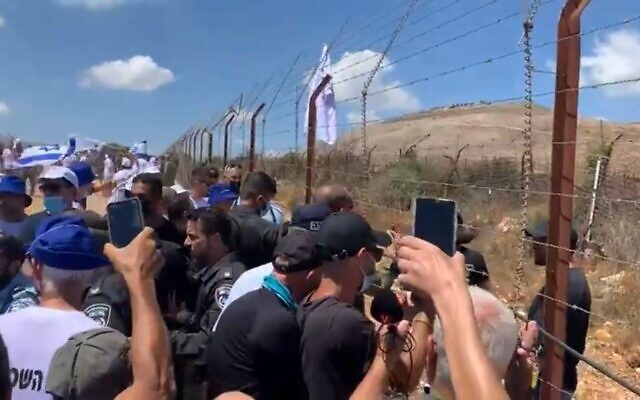 Protesting farmers attempt to breach the border with Lebanon on August 17, 2021. (Screenshot/Kan)