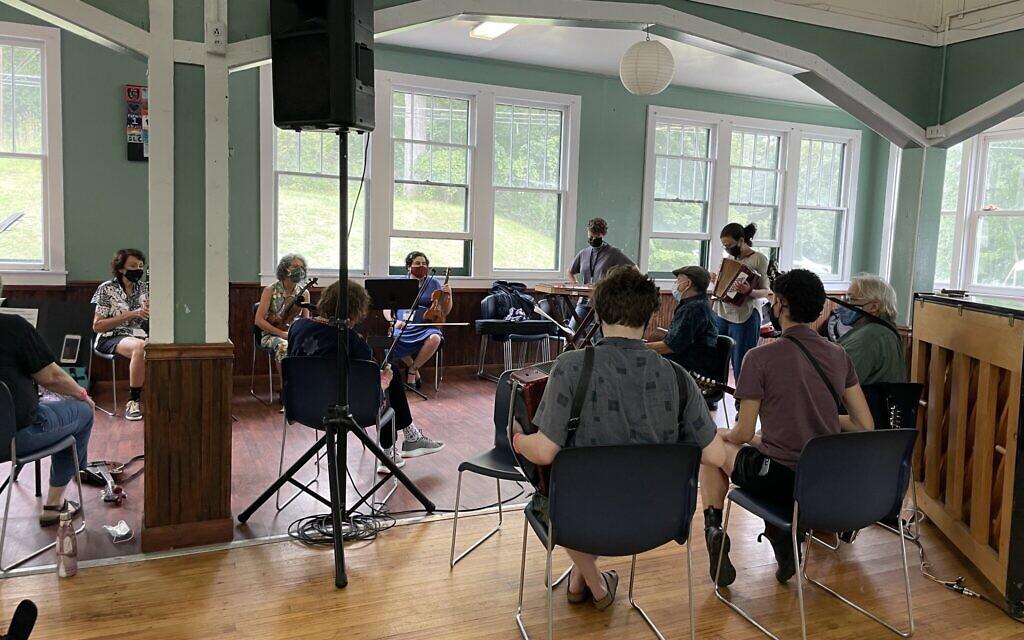 Musical programming at the Yiddishland retreat, August 2021. (Danielle Ziri)