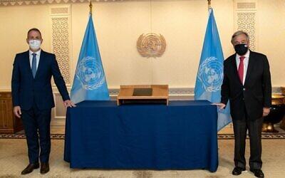 Israeli Ambassador to the UN Gilad Erdan (L) and UN Secretary General Antonio Guterres on November 12, 2020. (UN Photo/Mark Garten)