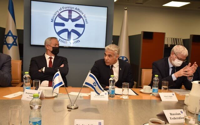 Foreign Minister Yair Lapid briefs envoys from states on the UNSC about the Iranian threat to the region, August 4, 2021 (MFA)