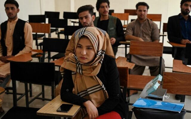Students attend their class after private universities were reopened in Kabul on September 6, 2021 (Aamir QURESHI / AFP)