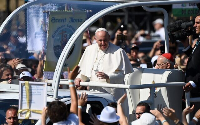 Pope Francis greets faithful as he arrives in an open vehicle for a Holy Mass at the end of an International Eucharistic Congress in Budapest on September 12, 2021, during his papal visit to Hungary. (Attila KISBENEDEK / AFP)