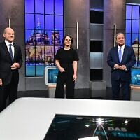 """Top candidates for the upcoming German general elections (Left to right) Olaf Scholz of the Social Democrats SPD; Annalena Baerbock of Germany's Greens (Die Gruenen); and Armin Laschet of the conservative CDU-CSU party union pose for pictures before a """"Triell"""" television debate, on September 19, 2021, in Berlin, ahead of Germany's general elections scheduled for September 26. (Tobias Schwarz/AFP)"""