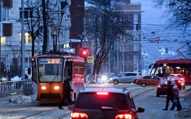In this file photo taken on January 27, 2021, pedestrians cross a street in the Urals city of Perm. (Kirill Kudryavtsev/AFP)