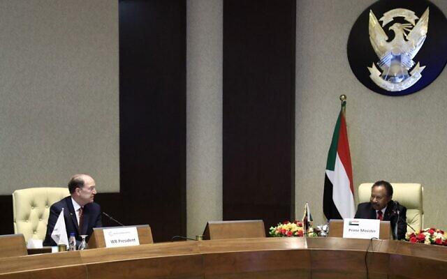 World Bank president David Malpass (L) and Sudanese Prime Minister Abdalla Hamdok meet in the Sudanese capital Khartoum on September 30, 2021. (ASHRAF SHAZLY / AFP)