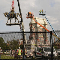 Crews remove one of the country's largest remaining monuments to the Confederacy, a towering statue of Confederate General Robert E. Lee on Monument Avenue in Richmond, Virginia, September 8, 2021. (AP/Steve Helber)