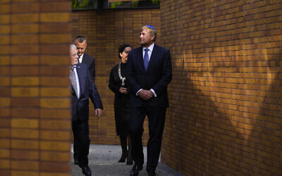 Holland's King Willem-Alexander, right, officially unveiling a new monument in the heart of Amsterdam's historic Jewish Quarter honoring the 102,000 Dutch victims of the Holocaust, September 19, 2021, (AP Photo/Peter Dejong)