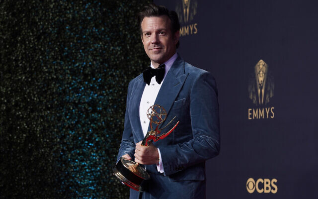 """Jason Sudeikis, winner of the award for outstanding lead actor in a comedy series for """"Ted Lasso"""" poses the 73rd Primetime Emmy Awards on September 19, 2021, at L.A. Live in Los Angeles. (AP Photo/Chris Pizzello)"""