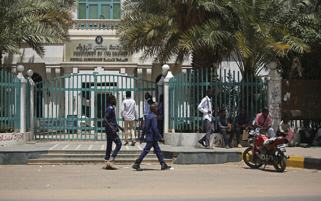 Sudanese soldiers walk in front of the office of the Sudanese Council of Ministers, in Khartoum, Sudan, September 21, 2021. (AP Photo/Marwan Ali)