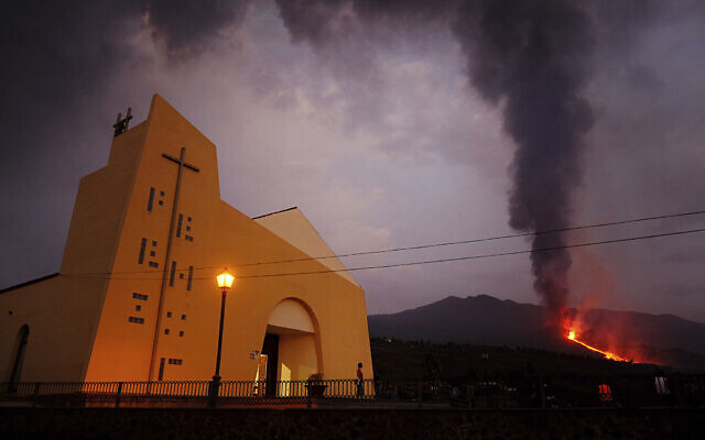 Lava flows from a volcano on the Canary island of La Palma, Spain on September 27, 2021. (AP Photo/Daniel Roca)