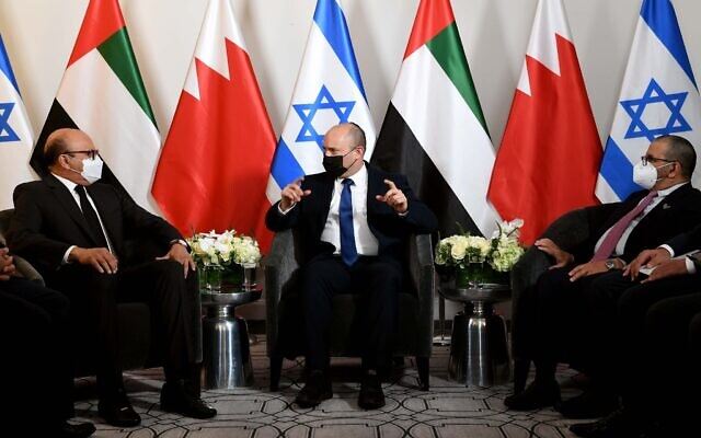 Prime Minister Naftali Bennett (C) meets with UAE Minister of State for Foreign Affairs Khalifa al-Marar, (R) and Bahraini Foreign Minister Abdullatif Al Zayani (L) at his hotel in New York on Sunday evening (Avi Ohayon/GPO)