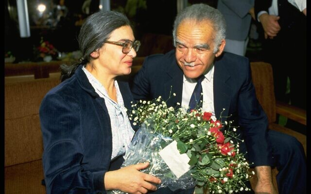 Prisoner of Zion Ida Nudel is greeted at Ben Gurion International Airport by Prime Minister Yitzhak Shamir after her release from a Soviet prison, on October 15, 1987. (Nati Harnik/GPO)