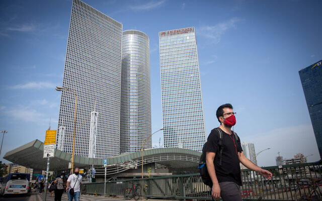 Israelis wear protective face masks near the Azrieli towers in Tel Aviv, on October 25, 2020. (Miriam Alster/Flash90)