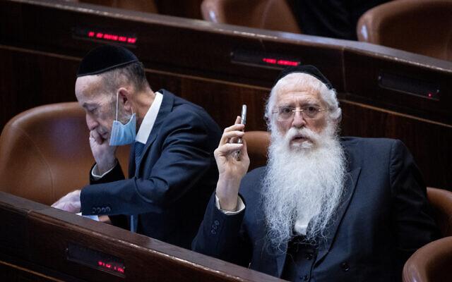 MK Meir Porush, right, in the Knesset, July 14, 2021. (Yonatan Sindel/Flash90)