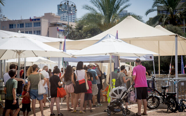 People stand in line to be tested for COVID-19 at Tel Aviv's Rabin Square, July 19, 2021. (Miriam Alster/FLASH90)